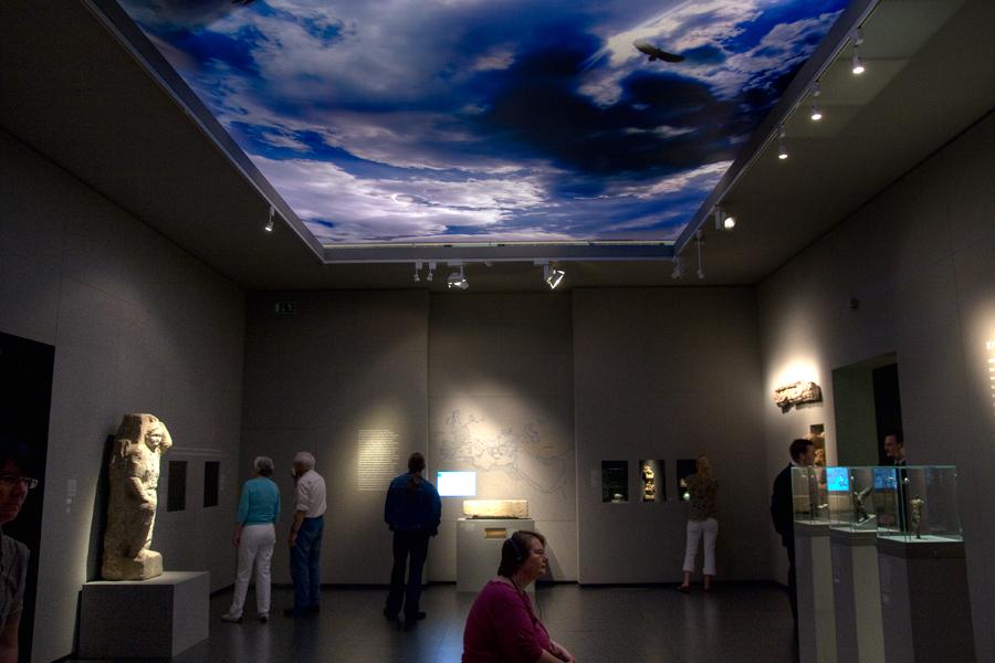 Jeder Ausstellungsraum hat seinen visuellen Fixpunkt
