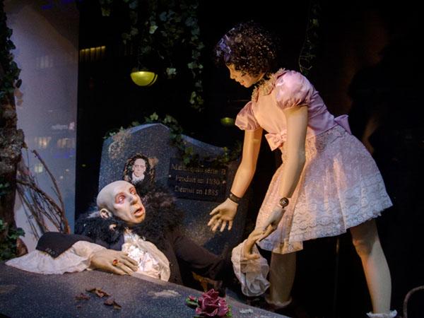 La Revolte des Manequins: Die Kleine will mit ihrem Vampir-Großvater Geburtstag feiern.