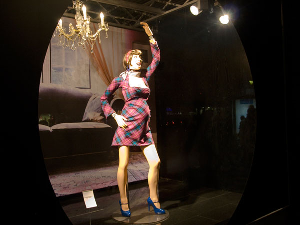 La Revolte des Manequins: Fröhliche Schwangere