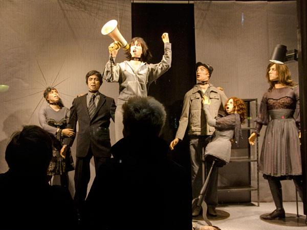 La Revolte des Mannequins: die Schaufensterpuppen der Compagnie de Luxe rufen zur Revolte auf.