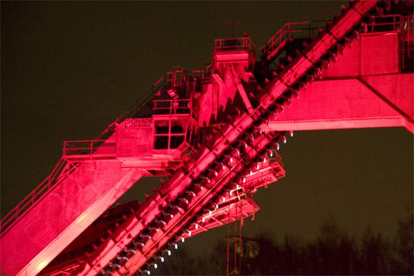 Kulturhauptstadt_Eroeffnung_Zollverein_Industrieanlage_in_Rot1